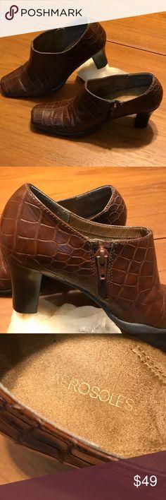 VTG Aérosoles Brown Vintage Aerosoles stacked heels Size 7B Alligator pattern.   A/d'EDF AEROSOLES Shoes Heels