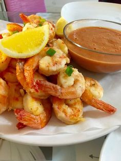 Crunchy shrimps with homemade cocktail sauce