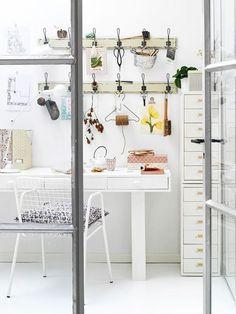 10 x enviously organized desks - CHAPTER FRIDAY