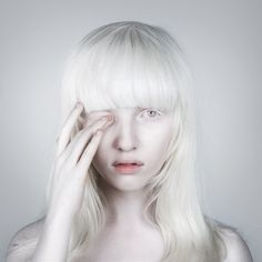 Immagine di girl, albino, and white Modelo Albino, Albino Model, White Hair, Dahlia, Portrait Photography, Beautiful People, Pure Products, Hair Styles, Image