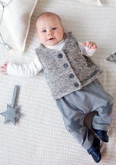 Ommellut vauvan liivi ja housut SK 11-12/13.