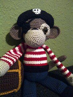 Stoere piraten aap met schatkist, aapjes haken van Christel Krukkert.