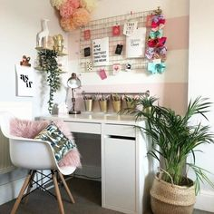 IKEA's latest home inspiration comes straight from its own shoppers. Cute Bedroom Ideas, Room Ideas Bedroom, Hack Ikea, Teen Desk, Study Room Decor, Teen Study Room, Uni Room, Bedroom Desk, Aesthetic Room Decor