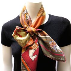 'Carré en Carré' 90 carré in a criss-cross bow knot with a Grande Classique lacquered scarf ring in copper/bronze