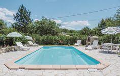Vakantiehuis in Cereste (Provence-Alpes-Côte d'Azur) Vakantiehuis Blanche staat in een rustige villawijk, 1 km buiten het plaatsje Céreste, dat 20 km van Apt en 20 km van Manosque, in het 'Parc Régional du Luberon', ligt. Het gebied ten noorden van dit