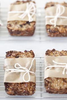 muesli bars recipe for breakfast Healthy Breakfast Snacks, Breakfast Bars, Homemade Granola Bars, Homemade Muesli, Love Eat, Love Food, Muesli Bars, Artisan Bread, Food Packaging