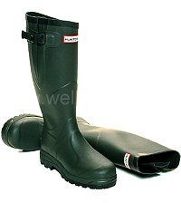 Balmoral Classic Hunter Boots in Dark Olive - Robust field boots in Men's & Women's sizes UK EU Waterproof calf gusset with adjustable strap and scalloped top. Hunter Wellington Boots, Wellies Boots, Hunter Boots, Rubber Rain Boots, Calves, Dark, Classic, Shoes, Fashion