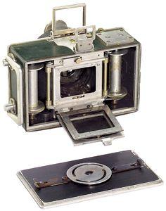 Dr. Rudolph's Spezial-Kamera Cosmos 35. Notez la fenêtre de prise de vue qui paraît plus courte que le format 24x36 : elle mesure en effet 24x32mm, comme celle du premier Nikon télémétrique de 1948.