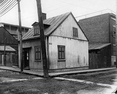 Houses for Mr. Meredith, corner of Barré and Aqueduct Streets, Montreal, QC, 1903 Montreal Ville, Montreal Quebec, Colonial Architecture, Close To Home, Parcs, Queen Anne, Rue, Vintage Images, Old Photos