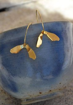 Modern hoops by PerrineLipari. The perfect accessory for any outfit or nature lover. Brass Metal, Contemporary, Modern, Women Jewelry, Minimalist, Hoop Earrings, Plant, Outfit, Nature