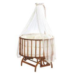 www.bebekdunyasi.com.tr Baby Tech Topkapı Ahşap Bebek Beşiği Tamamı modülerdir. Bu da size taşıma ve kurulum kolaylığı sağlar. Kullanılan ahşap ve renklendiriciler Avrupa Standartlarına göre bebek ürünlerinde kullanılır. Kimyasal madde içermez. E0 normunda üretilmiştir. Ve kurşun miktarı 0 dır. Ağır metal içermez. Paket İçeriği:Yatak,Yan Koruma,Minder,Yastık,Cibinlik