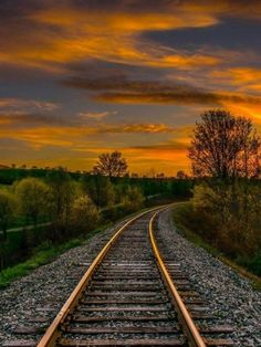 Sunset on the Train Rails. Beautiful Nature Scenes, Amazing Nature, Beautiful Places, Train Tracks, Train Rides, Landscape Photography, Nature Photography, Foto Picture, Railroad Pictures