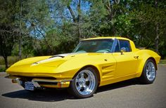 Corvettes For Ever: Photo Yellow Corvette, Old Corvette, Corvette Summer, Classic Corvette, Chevrolet Corvette, My Dream Car, Dream Cars, Chevy, Fancy Cars