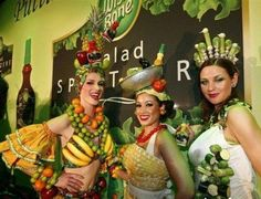 be the chiquita banana lady- halloween Weird Fashion, Cute Fashion, Fashion Show, Fashion Outfits, Fashion Clothes, Fashion Ideas, Carmen Miranda Costume, Nutrition Month Costume, Vegetable Costumes