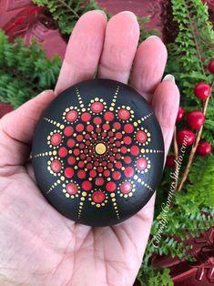 Stone Art Painting, Dot Art Painting, Mandala Painting, Mandala Art, Mandela Rock Painting, Mandala Painted Rocks, Painted Rocks Kids, Mandala Rocks, Stone Mandala