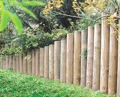 Palisaden...die wohl älteste Art ein Grundstück oder nur einen Teilbereich abzutrennen. Erhältlich in verschiedenen Größen und durchmessern. Gestalten Sie Garten, Rasenkante, Böschungen, als Schneeschutz oder Absätze in der Landschaft.