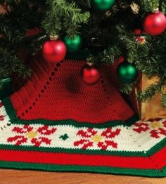 {Vintage} Crocheted Poinsettia Tree Skirt: Give your annual evergreen a fresh new finish with a tree skirt adorned with bright poinsettia blooms! countrywomanmagazine.com