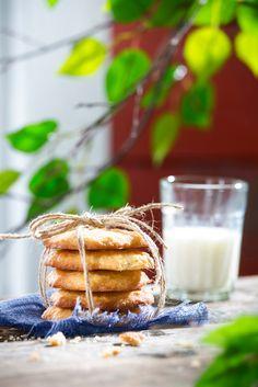 Kaurakeksit | K-ruoka Kaurakeksit ovat helppo ja nopea tehdä, koska taikina vain sekoitetaan.