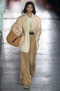 Alberta Ferretti Frühjahr 2019 Prêt-à-porter-Kollektion - Vogue Fashion Week, Runway Fashion, Fashion Looks, Fashion Tips, Fashion Design, Fashion Ideas, Alberta Ferretti, Fashion Show Collection, Feminine Style