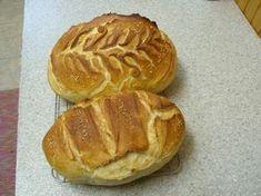 A tuti jó kenyér Beteszek minden hozzávalót a gépbe. Dagasztási idő legalább 10 perc.