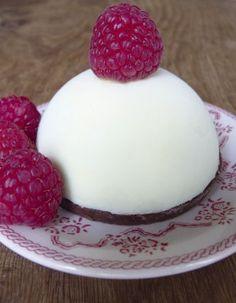 A tester avec le moule Demarle demi sphère : Entremet croustillant aux chocolats et framboise