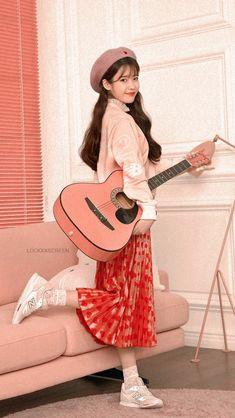 IU Facts: – She was born in Seoul, South Korea – She has a younger brother. – She attended Dongduk Women's High School. Lee Hyori, Warner Music, Idole, Moda Vintage, Iu Fashion, Korean Celebrities, Celebs, Korean Singer, Kpop Girls