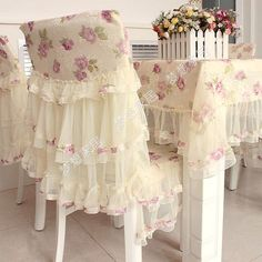 Stoelovertrek (rok) en matching tafelkleed, Rose Tablecloth Dining Chair Cover-Cushion Combination Set from the Sweet Lace Fairy Series