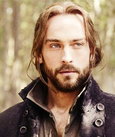 Tom Mison who plays Ichabod Crane is way hotter with long hair and beard than his short hair and no beard
