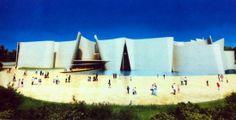 Sobre la representación gráfica en arquitectura.  Recientemente se publicaron unas imágenes del proyecto del Museo Internacional del Barroco que proyectó el ganador del Pritzker 2013 Toyo Ito en la capital poblana, y que se podrá visitar en 2016, según la nota. La impresión que me produjeron dichas imágenes, léase renders, fue que no le quedaron muy bien.   http://www.podiomx.com/2014/02/con-perspectiva_21.html