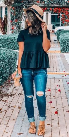 Outfit inspo outfit ootd inspo fashion style casual spring outfit for college with striped shirt and jeans Mode Outfits, Trendy Outfits, Fall Outfits, Fashion Outfits, Womens Fashion, Summer Casual Outfits For Women, Black Summer Outfits, Chic Outfits, Outfits With Dark Jeans