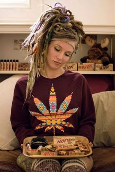 love weed smoke ganja peace rasta Bob Marley reggae Marley Lamp rastafari one love ragga rastafariancomehere Weed Girls, 420 Girls, Stoner Girl, Dreads Styles, Hair Styles, Mode Bizarre, Estilo Hip Hop, Estilo Hipster, Suicide Girls