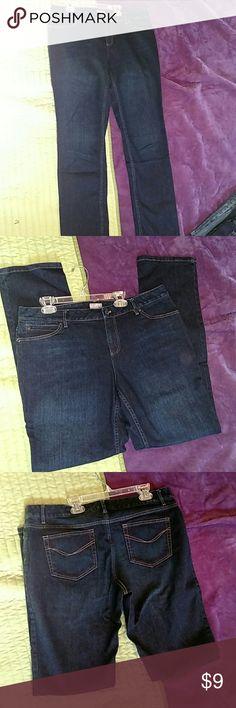 Nwot** Ladies j.jill slim leg stretch jeans Ladies Nwot** j.jill slim leg stretch jeans Med dark wash denim Front and rear pockets Size 12 J. Jill Jeans Skinny