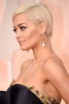 Rita Ora's hair and makeup were flawless on Oscar night. It made me so happy to look at her.