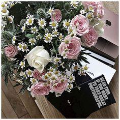 Mardi fleuri 🌸 #macbook #urbanoutfitters #bergamotte @bergamotte_paris