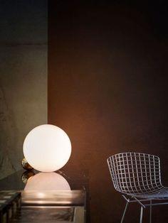 Copycat en una lámpara de mesa diseñada por Michael Anastassiades y con cuatro acabados