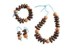 Fêtes des mères 2013 - Christophe Roussel, pâtissier-chocolatier installé à La Baule et Guérande, réalise pour la Fête des mères une parure de choc.  Proposée à 38 €, elle comprend un collier, un bracelet, une paire de boucles d'oreilles et un support en chocolat. Les perles de ces bijoux cachent des fruits secs torréfiés, enrobés de chocolat noir 70% ou lait 33 % et sont reliées par un fil en bonbon. Christophe Roussel, Luxury Chocolate, Bobby Pins, Creations, Beaded Necklace, Hair Accessories, Candy, Chocolatier, 2013