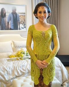 New dress brokat selutut Ideas Kebaya Lace, Kebaya Brokat, Kebaya Dress, Batik Kebaya, Dress Brokat Modern, Kebaya Modern Dress, Kebaya Muslim, Maroon Bridesmaid Dresses, Wedding Dresses