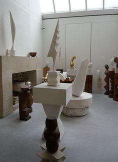 The work of Sculptor Constantin Brancusi/ Brancusi Sculpture, Constantin Brancusi, Modern Sculpture, Mobile Sculpture, Art Moderne, Art Object, Installation Art, Modern Interior, Cool Art