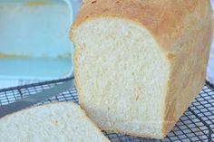 Brood met griesmeel of semolina - Carola Bakt Zoethoudertjes Polenta, Finger Foods, Tapas, Bread, Baking, Desserts, Garden, Bread Making, Tailgate Desserts
