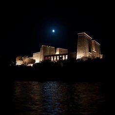 Vista nocturna del Templo de Philae.