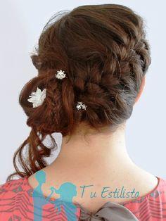 low braided bun by Tu Estilista chongo bajo trenzado de @TuEstilistaMX