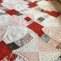 "472 Likes, 26 Comments - Sherilyn Mortensen (@sea_sherilyn_sew) on Instagram: ""Ok!! This is going well! ❤️❤️❤️ @lschweitzer . . . #gammill #gammillquilting #longarmquilter…"""