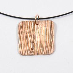 Collier métal bronze doré carré texturé