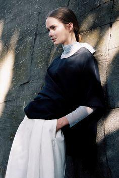 ' Louisa 'Louisa Hesse @ Women Paris con el estilo de Julie Verbarg y maquillaje de Elodie Martin para Sicky Magazine por Theresa Marx ph.