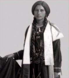 Native+American+Teen+Girls+from+between+the+Late+19th+to+Early+20th+Centuries+%2856%29.jpg (640×722)