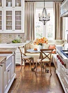 Really like the warm neutrals mixed with white.