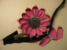 Beautiful handmade flower for  your sewing projects or a little girls wardrobe or hairpiece...so creative!! All you need is a zipper, scissors and a glue gun or opt to hand stich the small pieces.