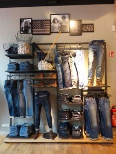 Visual merchandising. Retail store display. Men's clothing and accessories.