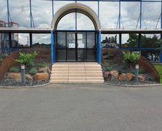 Monsieur DEVY réalise des jardins décorés sur la région de Nantes. Sa société de la pierre au jardin exite de plus de 3 ans