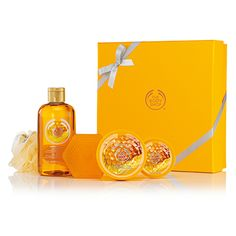 Pick the perfect gift with this fabulous Classic Honeymania Gift set. It contains a selection of rich honey scented goodies! The Body Shop, Body Butter, Body Scrub, Shower Gel, Perfume Bottles, Goodies, Lily, Soap, Classic